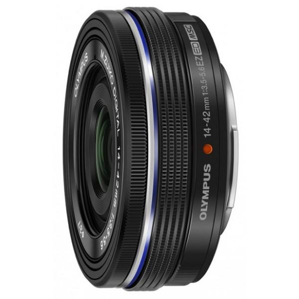 Объектив Olympus ED 14-42mm f/3.5-5.6 EZОбъектив Olympus M.ZUIKO DIGITAL ED 14-42мм 1:3.5-5.6 EZ - самый тонкий в мире зум-объектив, который, в то же время, выдаёт потрясающее качество картинки. Присоедините этот объектив к вашей камере Olympus OM-D/PEN и наслаждайтесь потрясающим качеством в компактном корпусе. Объектив M.ZUIKO DIGITAL 14-42мм 1:3.5-5.6 EZ доступен в цветах серебристый металлик или чёрный, и обладает 3-кратным оптическим зумом. Этот объектив обладает эквивалентным фокусным расстоянием (при сравнении с 35-мм плёнкой) от 28 мм на широком угле 84 мм телефото. Более того, его электронный механизм зуммирования управляется, в том числе, при помощи смартфона. Исключительно быстрый и тихий автофокус плавное видео без смазывания и резкие фотографии. В то же время, механизм ручной фокусировки был разработан таким образом, чтобы вы могли работать с ним на интуитивном уровне и с высокой точностью. Это удивительно компактный зум-объектив, предоставляющий потрясающее качество изображения. Вы никогда больше е захотите оставить камеру дома и не пропустите удачный снимок.<br><br>Вес кг: 0.10000000