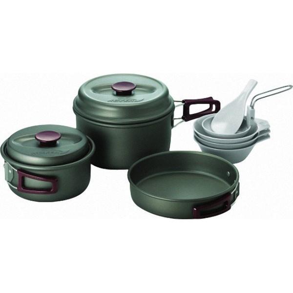 Набор посуды Kovea KSK-WH23Набор туристической посуды из анодированного алюминия на 2-3 человек. В наборе 2 кастрюли на 1,8\1,0 литра, сковорода? пластиковые чашки, тарелки, половник, лопатка.<br><br>Вес кг: 0.90000000