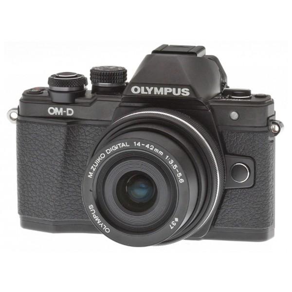 Фотоаппарат Olympus OM-D E-M10 Mark II Kit 14-42mm EZ + 40-150mm Black/Silver со сменной оптикойВнешний вид этой камеры напоминает нам самую первую модель ОМ-1, но при этом она оснащена большим количеством необходимых функций, которые помогут опытным фотолюбителям совершенствовать свое мастерство, а начинающим помогут быстро понять и освоить основы фотографии. C Olympus ОM-D E-M10 Mark II вы не упустите ни одного важного момента.<br><br>Новая системная камера OM-D E-M10 Mark II уникальна тем, что она ориентирована на фотографов, которые ценят не только скорость работы камеры и возможность без проблем делать спонтанные кадры «навскидку», но и классический дизайн! Органы управления новинки напоминают привычные переключатели пленочных камер. Но в данной модели их использование в сочетании с современными цифровыми возможностями камеры доведено до совершенства!<br><br>Камера E-M10 Mark II предлагает пользователю большой безынерционный электронный OLED-видоискатель высокого разрешения (более 2 МП), поворотный 3-дюймовый сенсорный дисплей, Time Lapse c ультравысоким разрешением 4k, публикацию фотографий и удаленное управление всеми функциями камеры с помощью смартфона (с Olympus OI.Share), и массу других оригинальных функций, выгодно выделяющих серию данных камер на фоне конкурентов.<br><br>В условиях низкой освещенности и при съемке в движении раскрывает весь свой потенциал не имеющий мировых аналогов по эффективности работы 5-осевой стабилизатор изображения. Он позволяет устранить размытие, вызываемое «подёргиванием» камеры в руках, практически в любой ситуации: от сдвигов при макросъемке до угловых смещений при работе с телеобъективами или ночной съемке. Не требуется отключать его и при работе со штатива или монопода.<br><br>5-осеовой стабилизатор изображения работает независимо от используемого объектива и обеспечивает отличную компенсацию выдержек при съемке «с рук» до 4 ступеней экспозиции. Даже если вы снимаете одной рукой, вы получите плавные видеоролики и четкие ф