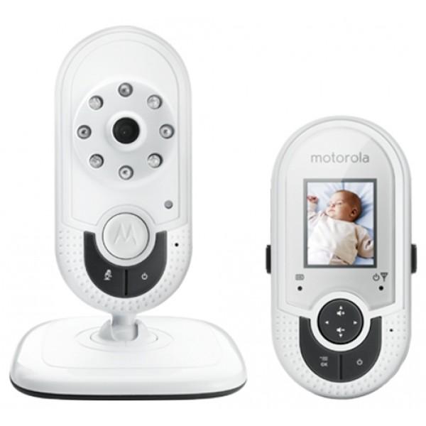 Видеоняня Motorola MBP421Видеоняня Motorola MBP421 с экраном 1,8 дюйма — это цифровая видеоняня, обеспечивающая надёжное круглосуточное наблюдение за малышом. Видеоняня оснащена мощным аккумулятором на 750 мАч, который обеспечивает до 15 часов автономной работы родительского блока, без подключения к электросети.<br><br>Детский блок видеоняни Motorola MBP421 представлен цифровой видеокамерой, передающей качественное видео на расстоянии до 300 метров и оснащенной инфракрасной подсветкой, которая в полной темноте обеспечивает четкую картинку на расстоянии до 5 метров.<br><br>В приёмном устройстве видеоняни Motorola MBP421 с экраном 1,8 дюйма предусмотрена функция подключения до 4-х независимых камер и одновременного просмотра видеоизображения с них. При необходимости можно включить энергосберегающий режим с использованием встроенного датчика звука, тогда видеозапись будет включаться при превышении определенного звукового порога или вести наблюдение в режиме радионяни, без видеоряда. Кроме того, Motorola MBP421 оснащена датчиком температуры с трансляцией данных на экран родительского блока.<br>