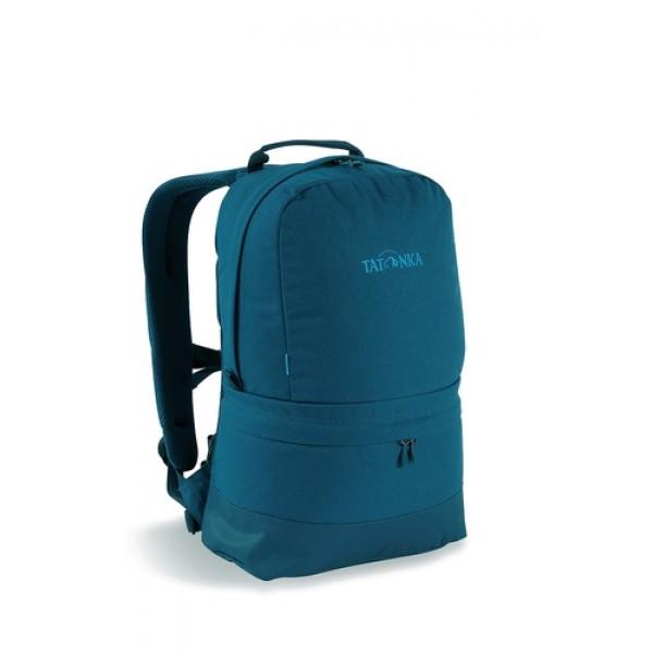Рюкзак Tatonka Hiker Bag Special 21 shadow blueСовременный городской рюкзак в стиле ретро. Оснащен системой подвески Padded Back с S-образными лямками, обтянутыми сеточкой AirMesh и дном из прочного материала Cordura. Внутри имеется съемное промежуточное дно, позволяющее разделить рюкзак на два отделения. Кожаные аппликации придают рюкзаку неповторимый облик.<br><br>Повеска Padded Back<br>S-образные плечевые ремни, обтянутые сеточкой AirMesh.<br>Съемное промежуточное дно.<br>Кожаные аппликации.<br>Дно из прочного материала Cordura 700 Den<br>Съемный поясной ремень<br><br>Вес кг: 0.70000000