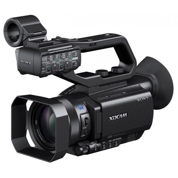 Видеокамера Sony PXW-X70 Профессиональная видеокамераКомпактный камкордер XDCAM с матрицей Exmor™ R CMOS типа 1,0 и вариообъективом с 12–кратным масштабированием, записывающий видео в форматах XAVC, AVCHD и DV<br><br><br>Матрица Exmor R CMOS типа 1,0 обеспечивает потрясающее качество изображения<br><br>Объектив Carl Zeiss Vario Sonnar T*<br><br>Компактны и легкий камкордер XDCAM оснащен настраиваемыми профессиональными функциями<br><br>Широкий диапазон возможностей форматов записи и поддержка 4K<br><br>Встроенная функция управления по Wi-Fi мониторинга и дистанционного управления<br><br>Вес кг: 1.00000000
