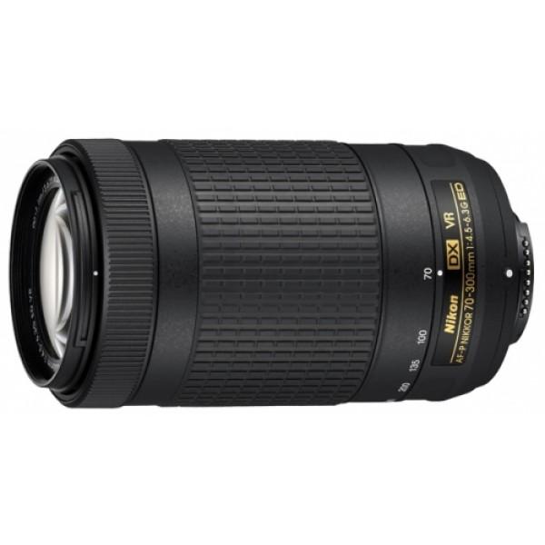 Объектив Nikon 70-300mm f/4.5-6.3G ED VR AF-P DXОткройте удивительный мир супертелефотосъемки, вооружившись этим зум-объективом формата DX. Если вы хотите исследовать творческие возможности телефотосъемки, этот легкий телеобъектив — именно то, что вам нужно. Благодаря оптимизированной, компактной конструкции этот объектив идеально сочетается с небольшими цифровыми зеркальными фотокамерами Nikon формата DX?. Универсальный диапазон фокусных расстояний 70–300 мм открывает широкие возможности для телефотосъемки, позволяя запечатлевать события, происходящие вдалеке, сохранять на великолепных снимках неповторимые моменты путешествий или заняться любительской съемкой дикой природы. Разработанная Nikon система подавления вибраций обеспечивает резкость изображений, а фокусировка выполняется быстро и бесшумно, поэтому этот объектив отлично подходит для съемки как фотографий, так и видеороликов.<br><br>Вес кг: 0.42000000