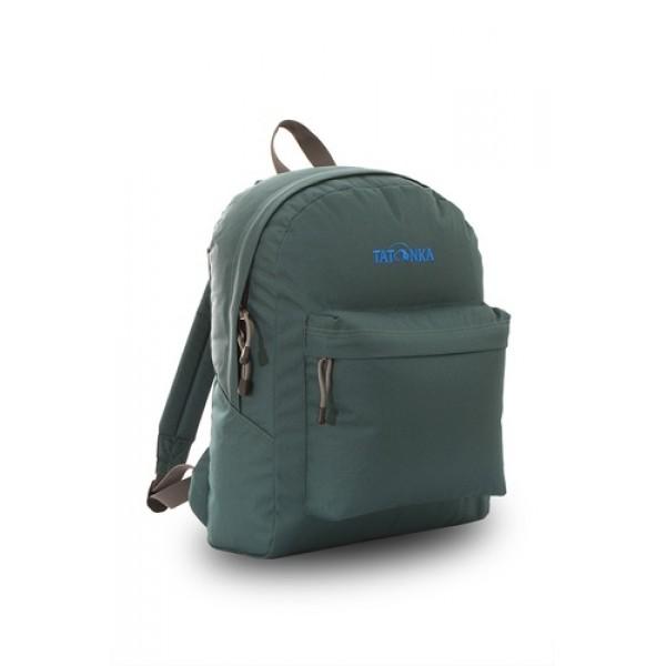 Рюкзак Tatonka Hunch Pack 22 classic greenЛегкий городской рюкзак с большим накладным карманом. Hunch Pack - идеальный спутник во время экскурсии по городу или короткого выезда на природу. В основном отделении достаточно места для объемных вещей, а передний карман с небольшим органайзером отлично подойдет для мелких предметов.<br><br><br>Мягкие плечевые лямки, регулирующиеся по длине<br><br>Прочная ручка для переноски<br><br>Два бегунка на основной молнии<br><br>Мини-органайзер в переднем кармане<br><br>Вышитый логотип<br><br>Вес кг: 0.40000000
