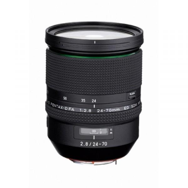 Объектив Pentax HD D-FA 24-70mm f/2.8 ED SDMHD PENTAX-D FA 24-70mm F2.8 ED предназначен для работы с зеркальными камерами Pentax. При установке на зеркальные фотокамеры PENTAX с матрицей APS-C объектив HD PENTAX-D FA 24-70mm F2.8 ED перекрывает в пересчете на формат 35 мм фокусные расстояния от 37 мм до 107 мм. Однако этот объектив оптимизирован также и под полнокадровые цифровые камеры с байонетом «К», для работы с которыми никаких дополнительных настроек не потребуется. При работе в связке с зеркальной цифровой полнокадровой камерой, диапазон фокусных расстояний объектива будет варьироваться от 24 до 70 мм. Таким образом HD PENTAX-D FA 24-70mm F2.8 ED является универсальным инструментом для работы с широким спектром сюжетов: пейзажи, интерьер, портреты, предметная съемка, стрит-фотография.<br><br>Наличие в оптической схеме объектива трех низкодисперсных (ED) и четырех асферических оптических элементов обеспечивает более эффективную компенсацию хроматических аберраций на всем диапазоне фокусных расстояний. В результате изображение, построенное объективом, отличается высокими четкостью и контрастностью с резкостью по всему полю, и отсутствием паразитных цветовых ореолов вокруг контрастных деталей изображения. Бесшумная плавная работа автофокуса объектива обеспечивается за счет встроенного в объектив фокусировочного мотора SDM (Supersonic Direct-drive Motor).<br>