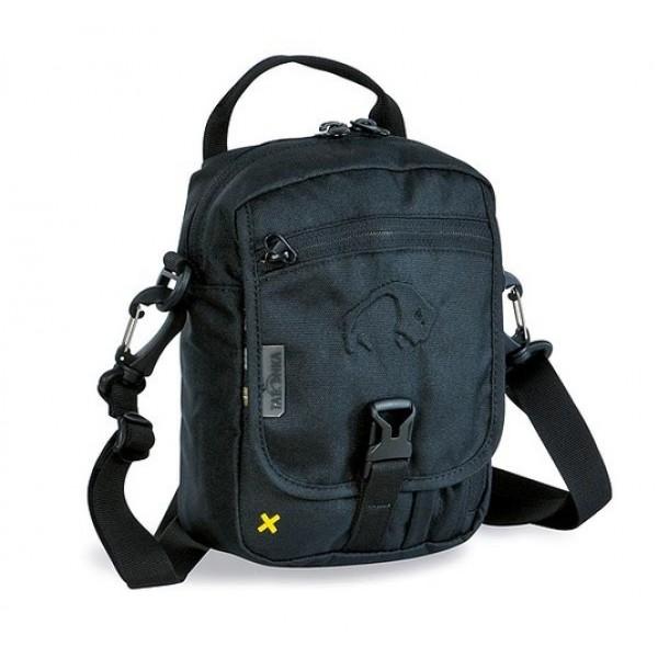 Сумка Tatonka Check In blackИдеальная сумочка для хранения документов и полезных мелочей в путешествии. Сумочка Check In , которую можно носить как на плече, так и на поясе, располагает большим основным отделением с двумя молниями , множеством кармашков и мини-органайзером. Крышка-клапан фиксируется фастексом<br><br><br>петли для переноски на поясе<br><br>съемный плечевой ремень<br><br>ручка для переноски<br><br>прочный материал 450 HD Polyoxford<br><br>Вес кг: 0.24000000