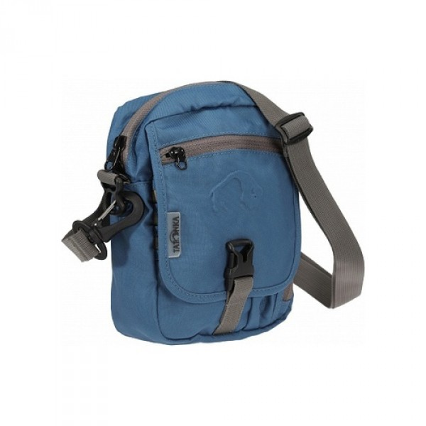 Сумка Tatonka Check In alpine blueИдеальная сумочка для хранения документов и полезных мелочей в путешествии. Сумочка Check In , которую можно носить как на плече, так и на поясе, располагает большим основным отделением с двумя молниями , множеством кармашков и мини-органайзером. Крышка-клапан фиксируется фастексом<br><br><br>петли для переноски на поясе<br><br>съемный плечевой ремень<br><br>ручка для переноски<br><br>прочный материал 450 HD Polyoxford<br><br>Вес кг: 0.24000000