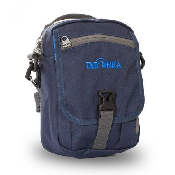 Сумка Tatonka Check In Clip navyИдеальная сумочка для хранения документов и полезных мелочей в путешествии. Сумочка Check In Clip , которую можно носить как на плече, так и на поясе, располагает большим основным отделением с двумя молниями , множеством кармашков и мини-органайзером. Крышка-клапан фиксируется фастексом.<br><br><br>петли для переноски на поясе<br><br>съемный плечевой ремень<br><br>ручка для переноски<br><br>удобный органайзер<br><br>множество продуманных отделений<br><br>прочный материал<br><br>фирменный логотип<br><br>Вес кг: 0.24000000