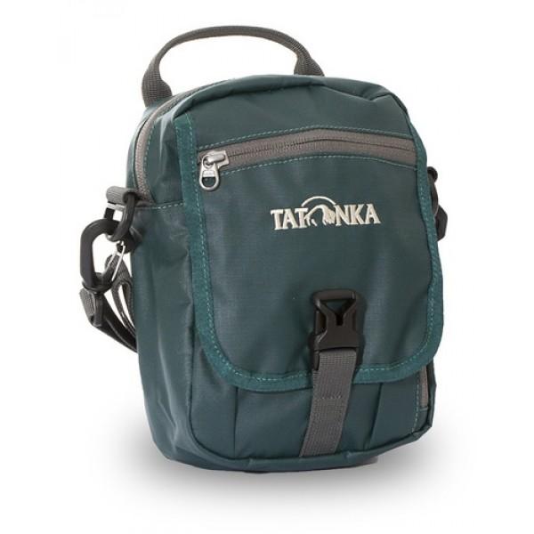 Сумка Tatonka Check In Clip classic greenИдеальная сумочка для хранения документов и полезных мелочей в путешествии. Сумочка Check In Clip , которую можно носить как на плече, так и на поясе, располагает большим основным отделением с двумя молниями , множеством кармашков и мини-органайзером. Крышка-клапан фиксируется фастексом. Сумочка выполнена из водооталкивающей прочной ткани, что позволяет ей не бояться дождя и снега.<br><br><br>петли для переноски на поясе<br><br>съемный плечевой ремень<br><br>ручка для переноски<br><br>удобный органайзер<br><br>множество продуманных отделений<br><br>прочный материал<br><br>фирменный логотип<br><br>специальная ткань<br><br>Вес кг: 0.24000000
