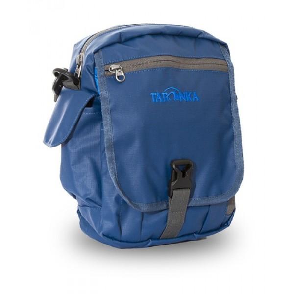 Сумка Tatonka Check In XT Clip shadow blueИдеальная сумочка для хранения документов и полезных мелочей в путешествии. Check In XT Clip , которую можно носить как на плече, так и на поясе, располагает большим основным отделением с двумя молниями , множеством кармашков и мини-органайзером. Крышка-клапан фиксируется фастексом. Сумочка выполненая из прочной водооталкивающей ткани с плетением RipStop, не боится грязи, дождя и снега.<br><br><br>петли для переноски на поясе<br><br>съемный плечевой ремень<br><br>ручка для переноски<br><br>органайзер<br><br>множество продуманных отделений<br><br>прочный материал<br><br>фирменный логотип<br><br>водооталкивающая ткань<br><br>Вес кг: 0.27000000
