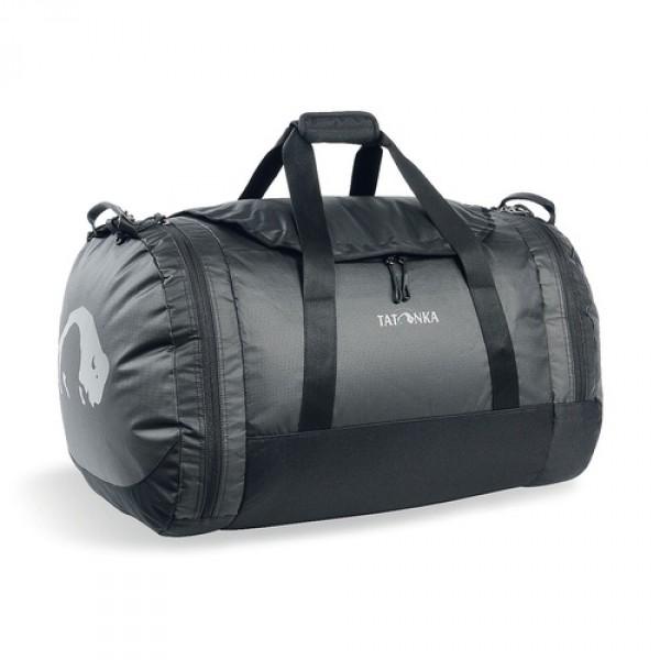 Сумка Tatonka Travel Duffle L blackСумка Travel Duffle легко складывается в свой боковой карман, становится плоской и таким образом она компактно размещается в любом багаже. Сумка оснащена прочными ручками в центральной части и длинной ручкой на плечо. По бокам расположены два просторных кармана. При своем объеме в 55 литров сумка достаточно легкая (720г), но при это чрезвычайно прочная.<br><br><br>Съемная ручка через плечо<br><br>Боковые ручки<br><br>Во внутренней части - карман на молнии<br><br>Два боковых кармана на молнии<br><br>Крючок для ключей в боковом кармане<br><br>Возможность компактно сложить сумку<br><br>Размер в сложенном виде 34x35x8 см<br><br>Вес кг: 0.80000000