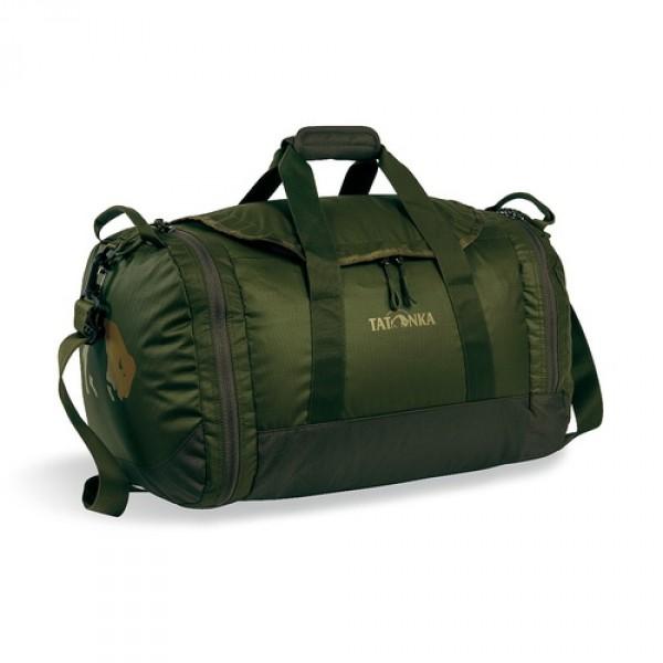 Сумка Tatonka Travel Duffle S oliveСумка Trevl Duffle легко складывается в свой боковой карман, становится плоской и таким образом она компактно размещается в любом багаже. Сумка оснащена прочными ручками в центральной части и длинной ручкой на плечо. По бокам расположены два просторных кармана. При своем объеме в 35 литров сумка достаточно легкая (600г), но при это чрезвычайно прочная.<br><br><br>Съемная ручка через плечо<br><br>Боковые ручки<br><br>Во внутренней части - карман на молнии<br><br>Два боковых кармана на молнии<br><br>Крючок для ключей в боковом кармане<br><br>Возможность компактно сложить сумку<br><br>Размер в сложенном виде 28x30x6 см<br><br>Вес кг: 0.60000000