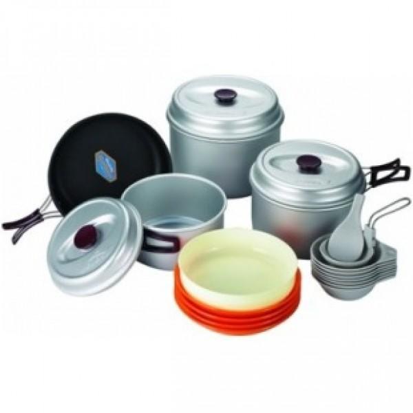 Набор посуды Kovea VKK-WY78Туристическая посуда Kovea VKK-WY78 для компании туристов из 7-8 человек – незаменимый спутник для кемпинга и похода.<br><br>Комплектация: 3 кастрюли на 4,2\2,8\1,8 литра, тефлоновая сковорода, пластиковые чашки, тарелки, половник, лопатка<br><br>Вес кг: 2.00000000