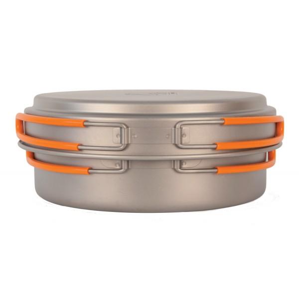Кастрюля NZ TS-017 1,25л титановаяЛегкая кастрюля из титана с крышкой-сковородкой. Экологичность, минимальный вес и высокая прочность материала. Складные ручки покрыты огнеупорным силиконом. Совместимость по размеру со многими наборами посуды. Яркий и удобный чехол на затяжке.<br><br>Вес кг: 0.25000000