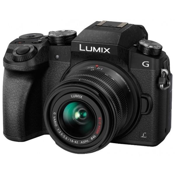 Фотоаппарат Panasonic Lumix DMC-G7 Kit 14-42 mm f/3.5-5.6 со сменной оптикойLUMIX DMC-GX7 - креативный многофункциональный фотоаппарат для самых требовательных пользователей.<br><br>Фотоаппараты GX7 выгодно отличаются своими компактными размерами и высокой производительностью, кроме того, эта линейка фотоаппаратов имеет максимальные возможности для использования совместимых устройств системы Micro Four Thirds.<br><br>LUMIX GX7 гарантирует превосходное качество изображения с естественной цветовой палитрой благодаря высокой разрешающей способности и превосходной цветопередаче. Качество съемки было улучшено благодаря применению самого современного цифрового сенсора Live-MOS, а возможность видеосъемки в высоком разрешении 1920 x 1080/60p сделала фотоаппарат привлекательным и для профессиональных видеографов. Камера оснащена совершенной высокоскоростной контрастной системой автофокусировки, обеспечивающей безошибочное попадание в фокус за время менее 0,1с. Одной из отличительных особенностей GX7 является поворачивающийся на 90° видоискатель Live View с высоким разрешением и отличной цветопередачей, он дополняет 7,5-дюймовый поворотный ЖК-дисплей с разрешением 1,4 млн. пикселей для лучшего контроля над изображением в сложных условиях.<br><br>Благодаря оптической стабилизации сенсора фотоаппарат LUMIX GX7 позволяет эффективно использовать при съемке объективы, не имеющие собственного стабилизатора. Короткая автоматическая выдержка 1/8000s расширила технический потенциал LUMIX GX7 и возможности фотографа, особенно при использовании светосильных объективов и вспышки.<br><br>Кроме того, функция Focus-Peak облегчает в камерах GX7 точный контроль фокусировки, а встроенный интерфейс Wi-Fi и технология NFC обеспечивают высокую степень мобильности устройства. Фотоаппарат выполнен в корпусе из магниевого сплава и поставляется в черной или серебристой расцветках.<br><br>Вес кг: 0.80000000