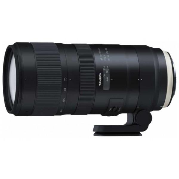 Объектив Tamron SP AF 70-200mm f/2.8 Di VC USD G2 Canon EFРасширьте свое представление о светосильных телеобъективах. Новый телеобъектив SP 70-200mm F/2.8 G2 (модель A025) является переосмыслением популярной модели A009 и предлагает улучшенные оптические характеристики, усовершенствованную систему оптической стабилизации, более быструю и точную автофокусировку, а также уменьшенную минимальную дистанцию фокусировки. Совместимость с телеконвертерами Tamron позволяет еще больше увеличить фокусное расстояние. Этот прочный, универсальный и отказоустойчивый объектив с инновационными технологиями серии SP пригодится в любой ситуации.<br><br>Высокое разрешение и красивый эффект боке. Каждый аспект зум-объектива SP 70-200mm F/2.8 G2 (модель A025) был улучшен, чтобы обеспечивать высокое качество изображения и еще более красивый эффект боке. Оптическая конструкция включает в себя элементы из стекла XLD (со сверхнизкой дисперсией) и LD (с низкой дисперсией) для устранения хроматических аберраций на всем диапазоне фокусных расстояний, что гарантирует оптимальное разрешение даже по краям кадра. Покрытие eBAND, разработанное специально для этого нового зум-объектива, обладает превосходными антиотражающими свойствами и сводит к минимуму блики и ореолы. Изысканный эффект размытия фона (боке) можно получить почти с любого угла съемки.<br><br>Минимальная дистанция фокусировки сокращена до 0,95 м. Улучшения в новом объективе SP 70-200mm F/2.8 G2 коснулись не только корпуса. Инженеры Tamron сократили минимальную дистанцию фокусировки с 1,3 м (в предыдущей модели) до 0,95 м. Максимальный коэффициент увеличения составляет 1:6,1. Более короткая минимальная дистанция фокусировки в сочетании с превосходными оптическими характеристиками нового зум-объектива, значительно расширяет творческие возможности фотографа.<br><br>Точность фокусировки. Ультразвуковой привод автофокуса кольцевого типа, наряду с двумя высокопроизводительными микропроцессорами, гарантирует превосходную скорость и точность 