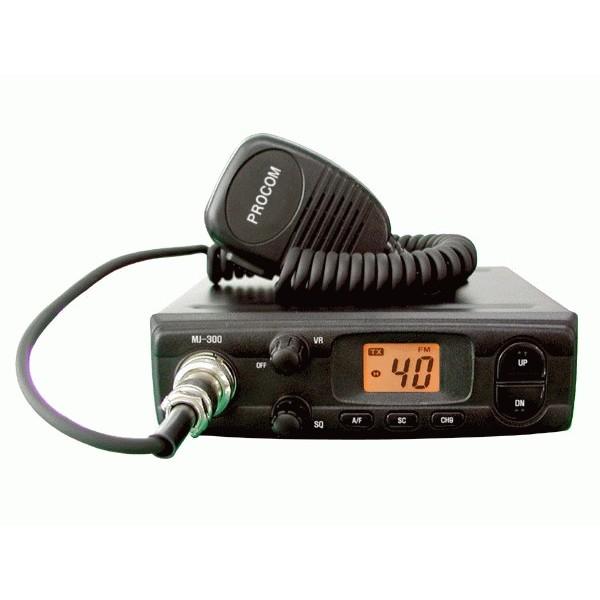 Радиостанция MegaJet MJ-300 TurboРация MegaJet MJ-300 Turbo сочетает в себе объёмный функционал, компактный дизайн и высокую мощность передатчика, а потому прекрасно подойдёт как начинающим радиолюбителям, так и профессионалам. Данная модель отличается хорошей чувствительностью приемника за счет современной схемотехники и использования отдельного синтезатора частот, смонтированного на микросхеме LC7152N с внешним цифровым управлением, что позволило расширить частотный диапазон и улучшило стабильность радиостанции по сравнению с предыдущими моделями линейки.<br><br>MJ-300 Turbo сконструирована на базе процессора SAMSUNG 3P9228AZZ-QZR8. Модель функционирует в диапазоне cb частот и способна работать на 135 каналах как русской, так и европейской сетки. Радиостанция использует AM и FM модуляцию, в зависимости от которой варьируется мощность передатчика - до 12 и 20 Вт соответственно.<br><br>Компактные размеры устройства позволяют разместить mj-300 turbo в ограниченном пространстве автомобиля, но не снижают удобство использования трансивера: номер канала отображается на контрастном ЖК-дисплее, а яркая подсветка позволяет легко разглядеть функциональные показатели прибора даже в темноте или при слишком слабом освещении; все органы управления вынесены на лицевую панель для быстрого и комфортного доступа к настройкам MJ-300 Turbo.<br><br>Вес кг: 0.70000000