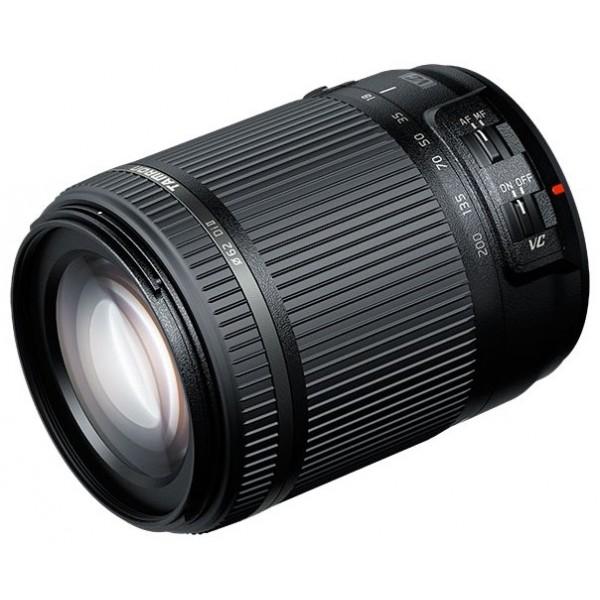 Объектив Tamron AF 18-200mm f/3.5-6.3 Di II VC (B018) Nikon FПокрывая диапазон фокусных расстояний от 18 до 200 мм, этот компактный зум-объектив способен создавать отличные снимки в самых различных условиях.<br><br>Tamron представляет объектив для съемки повседневной жизни и особых моментов. Модель 18–200 мм с системой VC является кульминацией нашей работы по совершенствованию светосильных зум-объективов, которая ведется с 1992 года.<br><br>Этот инновационный объектив отличается небольшим весом и высоким качеством. Он станет идеальным первым сменным объективом для начинающих фотографов или единственным объективом для фотографов-любителей.<br><br>Вес кг: 0.40000000