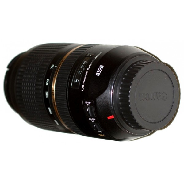 Объектив Tamron SP AF 70-300mm F/4.0-5.6 Di VC USD Canon EFОбъектив Tamron SP AF 70-300mm F 4.0-5.6 Di VC USD Canon EF - модель Zoom-телеобъектива может использоваться со всеми цифровыми зеркальными фотокамерами. Объектив рекомендуется фотолюбителям и профессионалам для съемок спортивных мероприятий, гонок или других событий с быстро движущимися объектами.<br><br><br>Объектив Tamron SP AF 70-300mm F 4.0-5.6 Di VC USD оснащен 9-лепестковой диафрагмой почти правильной круглой формы, позволяющей формировать красиво размытую зону нерезкости, важную при съемке крупным планом;<br><br>Оптическая схема объектива включает 17 элементов в 12 группах;<br><br>В конструкции используются элементы из стекла с низким уровнем дисперсии (LD) и XLD (со сверхнизкой дисперсией), подавляющие оптические погрешности (аберрации) и обеспечивающие хорошую резкость в длиннофокусном диапазоне;<br><br>Система линз объектива выполнена с многослойным просветляющим покрытием, которое защищает от появления бликов, отражений и паразитной засветки и одновременно повышает резкость и контрастность по всему полю изображения;<br><br>В данном объектив Tamron также используется система VC (подавления вибраций) - обеспечивающая стабилизацию изображения и облегчающая фотосъемку без использования штатива;<br><br>Быстрый и точный автофокус достигается при помощи ультразвукового привода USD (Ultrasonic Silent Drive) при низком уровне шума;<br><br>Кольца зуммирования и фокусировки имеют обрезиненную поверхность и удобную ширину;<br><br>Модель выпускается с байонетом Canon EF.<br><br>Вес кг: 0.80000000