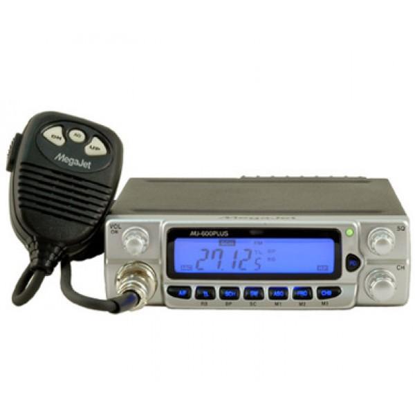 Радиостанция Megajet MJ-600 Plus автомобильнаяАвтомобильная рация 27МГц, 240 каналов (европейская/ российская сетки частот A,B,C,D,E), 10Вт, модуляция AM/ FM, режим сканирования, автоматический шумоподавитель, аттенюатор, энергонезависимая память, функция Dual Watch, звук окончания передачи (Roger beep).<br><br>Вес кг: 0.90000000