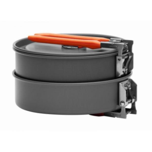 Набор посуды алюминиевый Fire-Maple Feast 1 на 1-2 человекНабор портативной посуды FEAST 1 - самый маленький из всей посуды серии FEAST. Он рассчитан на 1-2 человек. Притом, что набор очень компактен и легок, решена главная задача - это удобство в эксплуатации. Новая полноценная ручка с фиксатором позволяет удобно держать посуду при готовке, а при нажатии кнопки фиксатора позволяет сложить ручку и собрать набор в компактный вид для экономии пространства при хранении и транспортировки. Ручка выполнена из приятного на ощупь теплоизолирующего материала. В набор входят: 1 котелок - Ф146х75 мм/1 л, 1 сковорода - Ф152х42 мм/0,6 л, 2 пластиковых миски, 1 губка для мытья посуды и 1 лопатка. Набор поставляется с сетчатым нейлоновым мешочком для транспортировки и хранения. Вес набора: 423 г. Материал анодированный алюминий.<br><br>Вес кг: 0.50000000