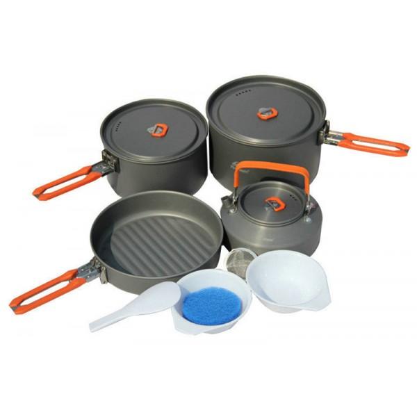 Набор посуды алюминиевый с чайником Fire-Maple Feast 4 на 4-5 человекВ набор FEAST 4 включено все, о чем вы мечтаете: котелки для приготовления еды, сковорода и чайник для кипячения воды. Это прекрасный выбор для похода с семьей на выходные или ужина на природе большой компанией. Вы также можете использовать составляющие набора по отдельности, в зависимости от вашего похода. Притом, что набор очень компактен и легок, решена главная задача - это удобство в эксплуатации. Новая полноценная ручка с фиксатором позволяет удобно держать посуду при готовке, а при нажатии кнопки фиксатора позволяет сложить ручку и собрать набор в компактный вид для экономии пространства при хранении и транспортировки. Ручка выполнена из приятного на ощупь теплоизолирующего материала. В набор входят: 1 большой котелок - Ф168х98 мм/2,7 л, 1 маленький котелок - Ф188х118 мм/1,7 л, 1 чайник - (Т3) Ф153х73 мм/0,8 л, 1 сковорода - Ф194х45 мм/1 л, 2 пластиковые миски, 1 губка для мытья посуды и 1 лопатка. Набор поставляется с сетчатым нейлоновым мешочком для транспортировки и хранения.<br><br>Вес кг: 1.01000000