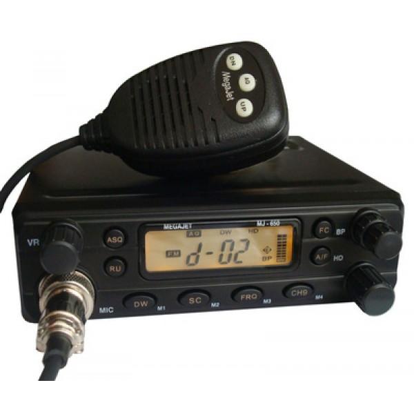 Радиостанция Megajet MJ-650 Turbo автомобильнаяНовая модель автомобильный радиостанций от компании MegaJet - MJ-650 Turbo. Главное отличие от обычной модели 650 заключается в увеличенной мощности, теперь она достигает 14 Вт. Внешний дизайн остался практически неизменным, добавлась только надпись Turbo в название, а также более лучший радиатор из алюминия, который обеспечивает отличное охлаждение, несмотря на повышенную мощность. На передней панели располагается ряд клавиш и регуляторов для управления рацией. Стоит выделить несколько из них:<br><br><br>Регулятор громкости, который совмещен с включение и выключением станции<br><br>Клавиша ASQ для включения или выключения автоматического шумоподавителя<br><br>Клавиша DW для включения прослушивания одновременно двух каналов(функция Dual Watch)<br><br>Клавиша SC для активации функции сканирования<br><br>Клавиша FRQ для переключения между канальным и частотными режимами<br><br>Клавиша CH9 для включения аварийного канала, а также позволяет сбросить настройки до заводских, для этого нужно зажать ее и не отпуская включить радиостанцию.<br><br><br>MegaJet MJ-650 Turbo обладает хорошим мощным динамиком, а в сочетании с системой улучшенного звука HD обеспечивает великолепное качество звучания. Также стоит отметить следующие особенности рации:<br><br>Энергонезависимая память<br>Экран с подсветкой<br>Встроенный аттенюатор<br><br>Вес кг: 1.00000000