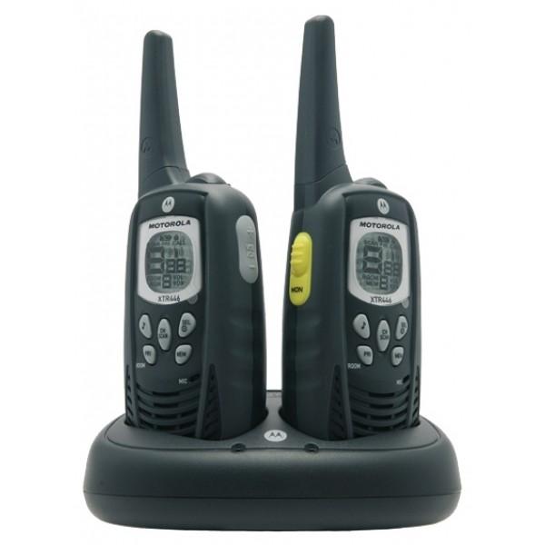 Радиостанция Motorola XTR446Motorola XTR446 предоставляет все удобства и преимущества двусторонней связи, без затрат или трудностей связанных с приобретением лицензии для работы. И полная свобода наращивания парка радиостанций по мере необходимости гарантирована. Пользователи существующей модели Motorola PMR446 могут дополнить существующий «парк» радиостанций радиостанциями XTR446. Модель XTR446 разработана в расчете на легкость, удобство и простоту в использовании, благодаря чему она обеспечивает превосходную слышимость и четкую связь в различных условиях.<br><br><br>Работа в режиме свободные руки (Vox). С помощью входящей в комплект гарнитуры (или другого совместимого аксессуара) радиостанции можно активировать с помощью голоса, благодаря чему руки освобождаются для работы.<br><br>Функция Room Monitor. Возможна установка и настройка радиостанций для обнаружения звуков или голосов и их передачи на другую радиостанцию без необходимости нажимать кнопку Push-to-Talk<br><br>Коды устройства подавления помех. Для каждого из 8 каналов можно задать на выбор 38 кодов устройства подавления помех, что обеспечивает широкий набор параметров каналов и позволяет избежать помехи.<br><br>Автоматическое сканирование каналов. Возможно сканирование каналов и автоматическое обнаружение активности каналов; это позволяет пользователю быстро реагировать на многоканальную связь<br><br>Легкость и простота в использовании. Несмотря на то что радиостанция XTR446 включает в себя большое количество полезных функций, она остается простым и удобным устройством — просто «нажмите и говорите», чтобы быть в курсе всех событий на предприятии.<br><br>Отсутствие платы за связь. Никакой платы за лицензию. Никакого контракта. Никакой платы за эфирное время. Никаких счетов.<br><br>Радиус действия радиостанции. Радиостанции Motorola достигают максимально возможного радиуса действия, разрешенного нормативами PMR446. В зависимости от условий эксплуатации, местности и окружающей среды дальность связи может дох