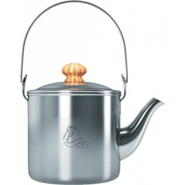 Чайник костровой 1 л. NZ SK-032Маленький костровой походный чайник NZ, популярен у любителей побродить по тайге в одиночку. Единственная, складная ручка, ориентированная вдоль чайника, позволяет как подвесить чайник над костром, так и налить воду в кружку одной рукой. При транспортировке внутрь может поместиться небольшая кастрюля или кружка со складными ручками. А яркий чехол всегда будет заметен среди других вещей и не пропустит сквозь себя сажу.<br><br>Вес кг: 0.40000000