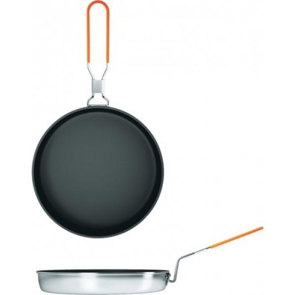 Сковорода 30см NZ FP-156 non-stick (алюм)Походная сковорода NZ диаметром 30 см. Это большая сковорода, на которой можно нажарить рыбы на всю компанию. Антипригарное Non-Stick покрытие позволит сделать это с комфортом. Возможно использование как на костре, так и на углях, горелках и примусах. Длинная, складная ручка покрыта мягким, не греющимся пластиком. Даже закопченную сковородку, сложив ручку, вы можете упаковать в чехол с удобными ручками и он не пропустит сажу.<br><br>Вес кг: 0.60000000