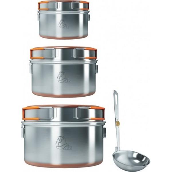 Набор из 3-х кастрюль 0,9-1,5-2,4л NZ SS-006Уже готовый набор из трех кастрюль SS-009, SS-010, SS-011 с крышками-сковородками. Дно кастрюль и крышек для лучшей теплопроводности покрыто медным напылением. В кастрюлях можно готовить и на костре, так как ручки металлические и у них отсутствуют пластиковые части. В крышках-сковородках также возможно подогреть пищу или воспользоваться ими в качестве тарелок со складными ручками. В комплекте с кастрюлями идет складной половник. Для транспортировки набор упаковывается в яркий нейлоновый чехол.<br><br>Вес кг: 1.55000000
