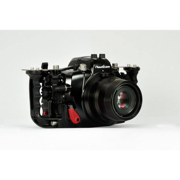 Nauticam Подводный бокс Canon 5DS/5DSR/5DMKIIIПодводный бокс для новой зеркальной камеры Canon 5D Mark III. В комплектации 2 оптических и 2 электрических разъема Nikonos-V. Возможна опциональная установка разъемов S6, Ikelite.<br>