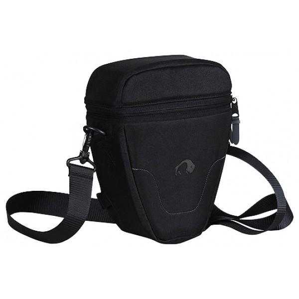Сумка Tatonka Digi Focus 2 для фотоаппаратаСумка Tatonka Digi Focus 2 подходит для большинства фотокамер. Дизайн сумки тщательно продуман и изготовлен из высококачественного материала для безопасного хранения и быстрого извлечения фотоаппаратов. Сумка имеет съемный наплечный ремень для легкой удобной транспортировки и место для дополнительного объектива.<br><br><br>Можно носить через плечо или на поясе<br><br>Подвеска камеры регулируется липучкой<br><br>Мягкая внутренняя обивка<br><br>Пылезащитная молния<br><br>Два кармана<br><br>Дождевой чехол<br><br>Вес кг: 0.40000000