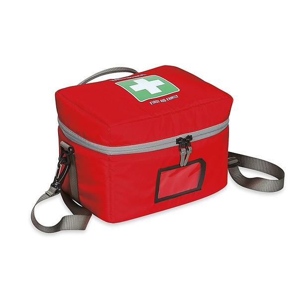 Аптечка Tatonka First Aid FamilyВместительная аптечка для всего необходимого. Открывается полностью, имеет удобные ручки. Поставляются и продаются ненаполненными.<br><br><br>Съемный ремень<br><br>Прочная ручка<br><br>Молния с трех сторон<br><br>Внутренний карман на молнии<br><br>Плотный набивной слой внутри стенок<br><br>Прозрачный карман для размещения карточки с данными<br><br>Вес кг: 0.50000000