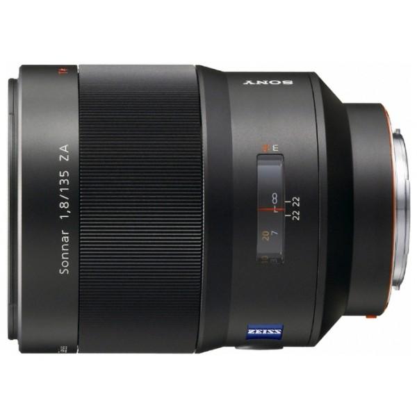 Объектив Sony Carl Zeiss Sonnar T*135mm f/1.8 ZA (SAL-135F18Z)телеобъектив с постоянным ФР, крепление Minolta A, автоматическая фокусировка, минимальное расстояние фокусировки 0.72 м, размеры (DхL): 88.5x115 мм, вес: 1050 г<br><br>Вес кг: 1.05000000