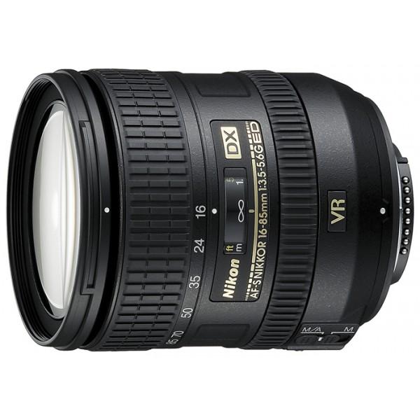 Объектив Nikon 16-85 mm f/3.5-5.6G ED VR AF-S DX NikkorNikon 16-85 mm f/3.5-5.6G ED VR AF-S DX Nikkor стандартный Zoom-объектив, крепление Nikon F, для неполнокадровых фотоаппаратов, встроенный стабилизатор изображения, автоматическая фокусировка, минимальное расстояние фокусировки 0.38 м, размеры (DхL): 72x85 мм<br><br>Вес кг: 0.60000000