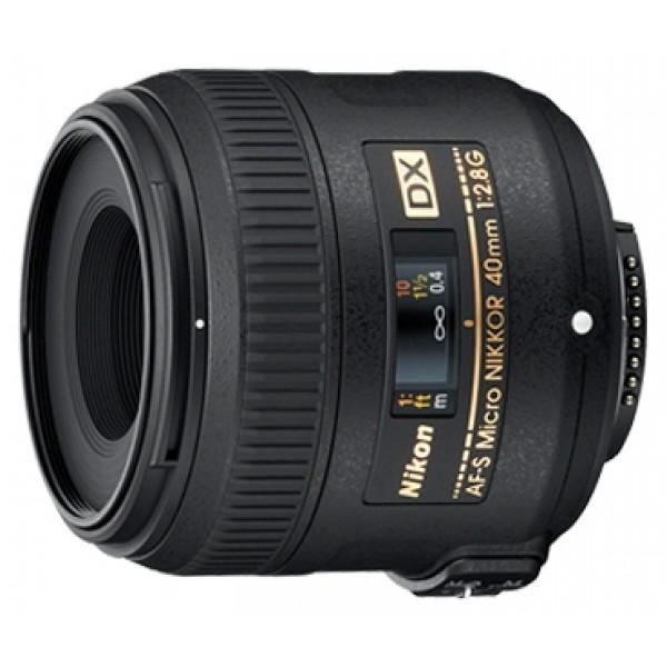 Объектив Nikon 40mm f/2.8G AF-S DX Micro NIKKORмакрообъектив с постоянным ФР, крепление Nikon F, для неполнокадровых фотоаппаратов, автоматическая фокусировка, минимальное расстояние фокусировки 0.163 м, размеры (DхL): 68.5x64.5 мм, вес: 235 г<br><br>Вес кг: 0.30000000