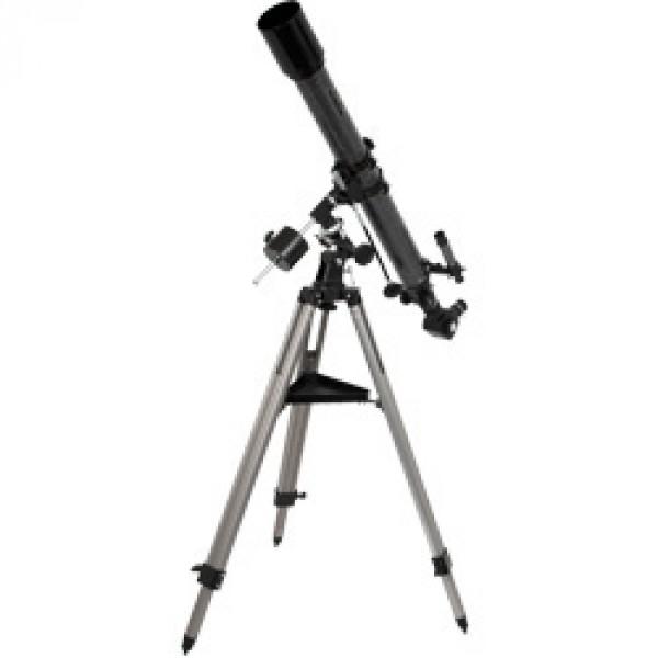 Телескоп Levenhuk Skyline 70х900 EQLevenhuk Skyline 70х900 EQ – это линзовый телескоп (рефрактор), отличающийся от модели Skyline 70х700 AZ сравнительно большим фокусным расстоянием 900 мм, а также экваториальной монтировкой, лучше приспособленной для наблюдения небесных объектов. Ахроматический объектив телескопа дает контрастное изображение, практически лишенное цветовых искажений. Большое фокусное расстояние особенно пригодится при наблюдениях Луны и планет, а также двойных звезд и компактных ярких скоплений и туманностей. Кроме того, при необходимости, телескоп может быть использован для наземных наблюдений (изображение зеркальное).<br>