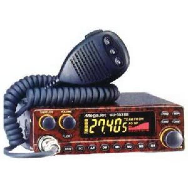 Радиостанция Megajet MJ-3031M Turbo автомобильнаяMegaJet 3031M Turbo - стационарная радиостанция Си-Би диапазона, более продвинутая модель, сделанная на базе Megajet MJ-3031M. Данное устройство отличается увеличенной мощностью (до 15 Вт в АМ и 20 Вт в FM диапазоне), большим количеством каналов (320), двумя режимами подсветки (красная или желтая). MegaJet 3031M Turbo оборудована клавишей переключения стандартов Россия/Европа, таймером отключения передачи, который защитит передатчик от случайного нажатия на передачу. Также новая рация обладает встроенным цветным LCD дисплеем Black Matrix, куда выводится вся необходимая информация. Кроме того, передняя панель MegaJet 3031M Turbo сделана под красное дерево, поэтому рация будет смотреться стильно и дорого в любой машине.<br><br>Вес кг: 1.00000000