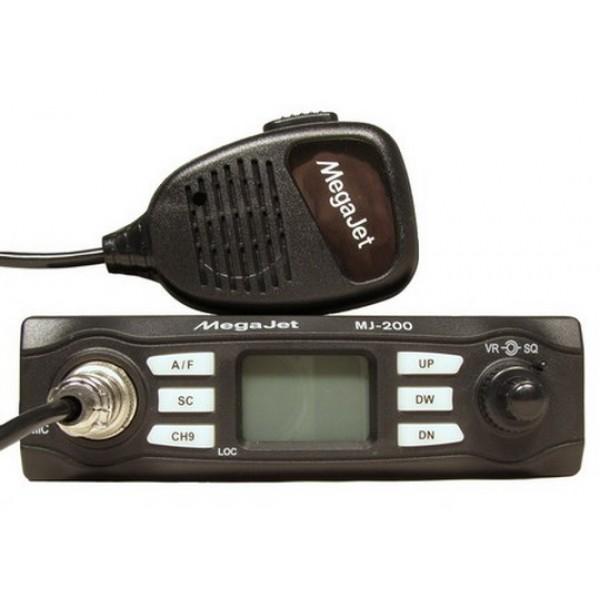 Радиостанция Megajet MJ-200 автомобильнаяКомпактная Си-Би радиостанция MegaJet MJ-200 обладает мощностью 8 Вт и способна обеспечивать связь в трех частотных сетках - L, M, H. (B,C,E), т.е. модель работает на 120 частотных каналах как в Российской 0, так и с Европейской 5 сетках частот. Схемотехника MegaJet MJ-200 включает в себя узкий кварцевый фильтр первой промежуточной частоты, энергонезависимую память, аттенюатор LOC для приема местных станций, а так же функцию Dual Watch. ЖК-дисплей автомобильной рации MegaJet MJ-200 отображает номер канала, сетку частот, режим передачи и задействованные функции. На передней панели трансивера располагаются: разъем для подключения тангеты, кнопка включения питания, сдвоенный регулятор громкости и регулятор шумоподавителя, ЖК- дисплей, кнопка выбора модуляции, кнопка переключения на экстренный канал, кнопки переключения каналов, кнопка включения сканирования двух каналов. Разъем для подключения антенны расположен классическим способом, т.е. на задней панели, там же расположен и разъем подключения внешнего громкоговорителя (Jack 3.5 мм), динамик должен иметь сопротивление не менее 8 Ом и мощность не менее 2 Ватт).<br><br>Вес кг: 0.70000000