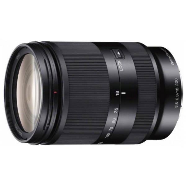Объектив Sony 18-200mm f/3.5-6.3 E LE (SEL-18200LE)Sony SEL-18200LE 18-200 mm F/3.5-6.3 E OSS LE for NEX это телеобъектив с мощным 11-кратным зумом. Стильные детали из высококачественного алюминиевого сплава на корпусе. Широкий диапазон зума идеально подходит для путешествий и самых разнообразных видов съемки. Функция оптической стабилизации изображения Optical SteadyShot встроена в объектив и обеспечивает более резкое и четкое изображение при съемке с рук на любых значениях зума. Бесшумный механизм видеосъемки.<br><br>Вес кг: 0.50000000