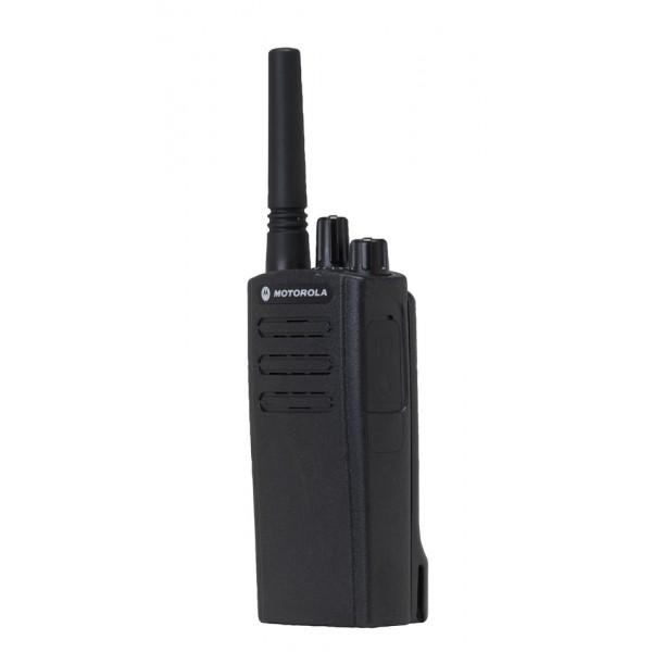 Радиостанция Motorola XT225Двусторонняя радиостанция Motorola XT225 обладает всеми необходимыми функциями, которые помогут вашей команде работать лучше — вне зависимости тот того, руководите ли вы рабочими на стройплощадке или контролируете работников на производственной линии. Они обладают всеми необходимыми профессиональными характеристиками, которые помогут обеспечить вашему бизнесу конкурентные преимущества: исключительное качество, доступность и долговечность, а также возможность работы при громком шуме и в сложных условиях эксплуатации.<br><br>Вес кг: 0.30000000