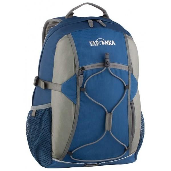 Рюкзак Tatonka Flying Fox oceanОригинальный городской рюкзак. Благодаря S-образным лямкам, обтянутым сеточкой AirMesh, регулируемому нагрудному ремню и съемному поясному, рюкзак отлично фиксируется на спине даже при интенсивном движении. Боковые стяжки надежно фиксируют содержимое рюкзака, а спинка, покрытая AirMesh, хорошо проветривается, обеспечивания комфортное ношение. Зигзагообразная эластичная шнуровка, боковые сетчатые карманы, передний карман на молнии Thrmo Fusion и вертикальный карман на молнии предоставляю дополнительное место для хранения и фиксации необходимых вещей. Светоотражающая полоска отлична видна в темноте.<br><br><br>S-образные лямки с покрытием AirMesh.<br><br>Подвеска Padded Back.<br><br>Спинка с покрытием AirMesh.<br><br>Нагрудный ремень.<br><br>Съемный поясной ремень.<br><br>Эластичная шнуровка.<br><br>Передний карман на молнии.<br><br>Эластичные боковые карманы.<br><br>Боковые стяжки.<br><br>Ручка для переноски.<br><br>Светоотражающая окантовка.<br><br>Держатель ключей.<br><br>Вес кг: 0.70000000