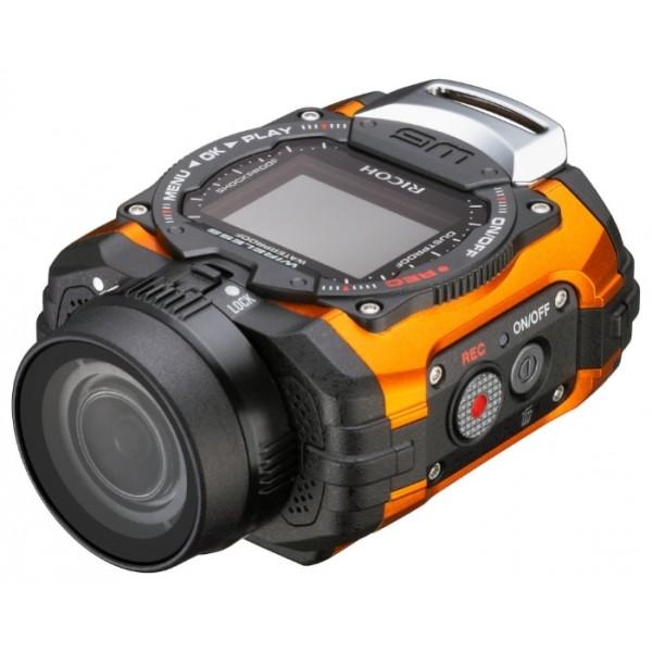 """Экшн-камера Ricoh WG-M1Цифровая action-камера в герметичном ударопрочном водонепроницаемом корпусе, созданная для искателей приключений, путешественников и любителей всех видов спорта. Камера оснащена объективом с углом обзора 160°, который поможет захватить в кадр желаемое будь оно на земле или под водой, сделает не только высококачественные фотографии, но и снимет динамичные видео-ролики в формате Full HD.<br><br>Внедорожные свойства WG-M1 позволяют получать превосходное изображение не смотря на условия съемки — на суше, под водой, в сложных погодных условиях, в морозную погоду. C action-камерой можно погружаться на глубину до 10 метров без использования с ней защитного подводного кофра, ударопрочный корпус WG-M1 выдерживает падения с высоты 2 метра и не боится холодов до -10°C. Корпус камеры, спроектированный, чтобы максимально удовлетворять требованиям активного времяпровождения, в то же время позволяет выбирать угол съемки в режиме Liveview и потом с удобством просматривать на экране полученные фотографии и видео — к услугам пользователя LCD монитор с диагональю 1,5"""".<br><br>Матрица имеет разрешение 14 эффективных мегапикселей, что позволяет делать превосходные изображения с высокой детализацией, в то время как функция серийной съемки даст возможность не упустить ни один из острых моментов спортивных состязаний и выступлений. Использование камеры с разнообразными креплениями для одежды и спортивного снаряжения позволит как никогда раньше быть в гуще событий, делая динамичные и захватывающие снимки и видео-ролики.<br><br>Вес кг: 0.20000000"""