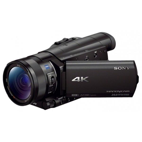 Видеокамера Sony FDR-AX100E 4KКамера FDR-AX100 поддерживает разрешение 4K с детализацией в четыре раза превосходящей возможности Full HD. Это позволяет максимально реалистично запечатлеть мельчайшие детали любой сцены.<br><br>С новыми функциями съемка на камеру FDR-AX100E становится еще проще.<br><br>Удовольствие от работы с широкоугольным объективом ZEISS Vario-Sonnar T* 29 мм, оптимизированным для 4K. Идеально подходит для потрясающих пейзажей, а также оснащен 12-кратным оптическим зумом.<br><br>Светочувствительный элемент примерно в 4,9 раза больше, чем матрицы в текущих моделях, что обеспечивает большую четкость изображения, снижение шума и потрясающе эффектную размытость фона.<br><br>В камере FDR-AX100 впервые сочетаются возможность съемки в формате 4K, интуитивное управление и небольшие размеры, что знаменует новую веху в развитии рынка любительских видеокамер.<br><br>Вес кг: 0.90000000