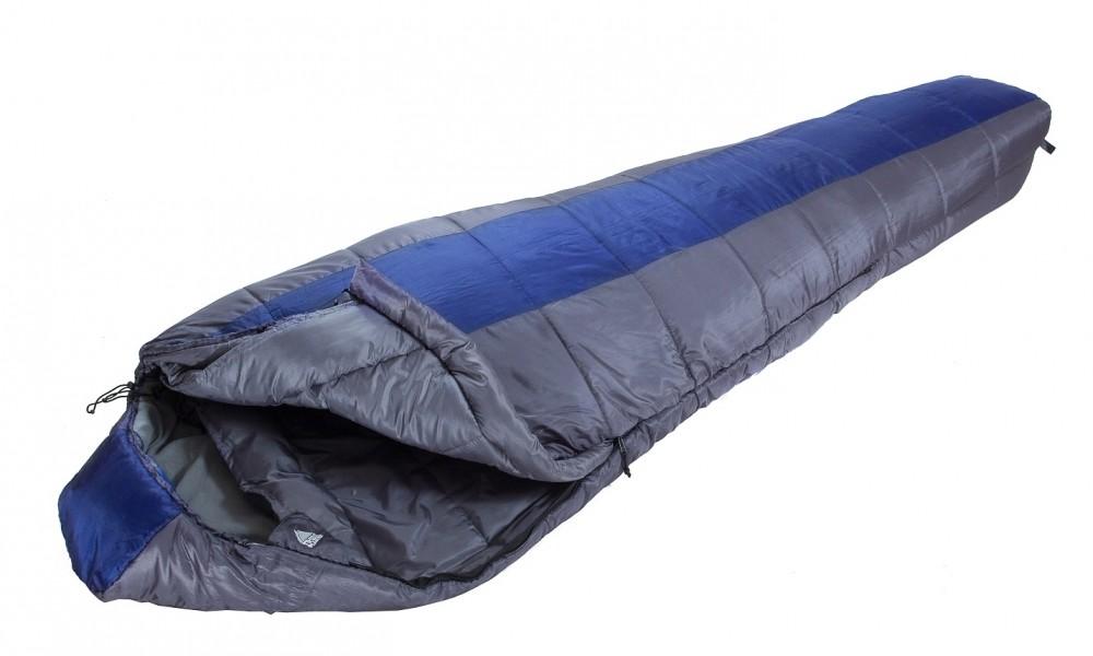 Спальный мешок Trek Planet LofotenЛегкий, комфортный и удобный 3-х сезонный спальник-кокон Trek Planet Lofoten, прекрасно подойдет для длительных походов в весенне-осенний период. Отличительная особенность спальника - вшитая в капюшон флисовая наволочка. Внешний материал: усиленный полиэстер Ripstop, внутренняя ткань: мягкий полиэстер (Cire). Утеплен двумя слоями супер техничного 7-канального волокна Hollow Fiber.<br><br>Конструкция капюшона и спальника анатомической формы,<br>Удобный глубокий капюшон,<br>7-канальный наполнитель Hollow Fiber,<br>Внешний материал: усиленный полиэстер RipStop,<br>Внутренняя ткань: мягкий полиэстер (Cire),<br>Молния (YKK, Япония) имеет два замка с обеих сторон,<br>Тепловой ворот,<br>Флисовая наволочка в капюшоне,<br>Термоклапан вдоль молнии,<br>Внутренний карман,<br>Возможно состегивание спальников между собой (правая молния: артикул 70343-R),<br>К спальнику прилагается компрессионный чехол из прочного полиэстера OXFORD для удобного хранения и переноски.<br><br>Вес кг: 1.80000000