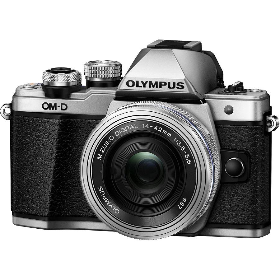 Фотоаппарат Olympus OM-D E-M10 Mark II Kit 14-42mm EZ Silver со сменной оптикойВнешний вид этой камеры напоминает нам самую первую модель ОМ-1, но при этом она оснащена большим количеством необходимых функций, которые помогут опытным фотолюбителям совершенствовать свое мастерство, а начинающим помогут быстро понять и освоить основы фотографии. C Olympus ОM-D E-M10 Mark II вы не упустите ни одного важного момента.<br><br>Новая системная камера OM-D E-M10 Mark II уникальна тем, что она ориентирована на фотографов, которые ценят не только скорость работы камеры и возможность без проблем делать спонтанные кадры «навскидку», но и классический дизайн! Органы управления новинки напоминают привычные переключатели пленочных камер. Но в данной модели их использование в сочетании с современными цифровыми возможностями камеры доведено до совершенства!<br><br>Камера E-M10 Mark II предлагает пользователю большой безынерционный электронный OLED-видоискатель высокого разрешения (более 2 МП), поворотный 3-дюймовый сенсорный дисплей, Time Lapse c ультравысоким разрешением 4k, публикацию фотографий и удаленное управление всеми функциями камеры с помощью смартфона (с Olympus OI.Share), и массу других оригинальных функций, выгодно выделяющих серию данных камер на фоне конкурентов.<br><br>В условиях низкой освещенности и при съемке в движении раскрывает весь свой потенциал не имеющий мировых аналогов по эффективности работы 5-осевой стабилизатор изображения. Он позволяет устранить размытие, вызываемое «подёргиванием» камеры в руках, практически в любой ситуации: от сдвигов при макросъемке до угловых смещений при работе с телеобъективами или ночной съемке. Не требуется отключать его и при работе со штатива или монопода.<br><br>5-осеовой стабилизатор изображения работает независимо от используемого объектива и обеспечивает отличную компенсацию выдержек при съемке «с рук» до 4 ступеней экспозиции. Даже если вы снимаете одной рукой, вы получите плавные видеоролики и четкие фотоснимки без раз