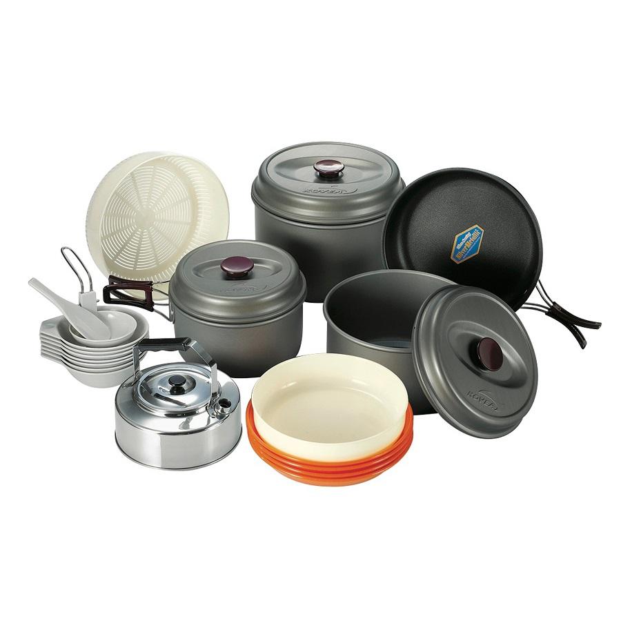 Набор посуды Kovea KSK-WH78Набор легкой походной посуды из алюминия , рассчитанный на семь - восемь человек. Набор состоит из 4х кастрюлек объемом 4.2 литра, 2.8 литра, 1.8 литра и 1 литр, удобной сковороды, 4 тарелок, 5 пиал, лопатки, складного половника, корзины для овощей.<br><br>Вес кг: 2.40000000