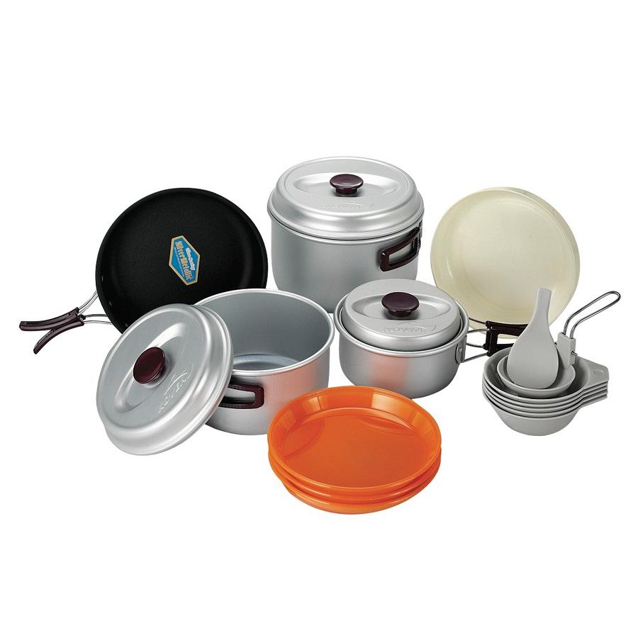 Набор посуды Kovea KSK-WY56Набор легкой походной посуды из алюминия, рассчитанный на пять - шесть человек. Набор состоит из трех кастрюлек объемом 2.8 литра, 1.8 литра и 1 литр, удобной сковороды, 3 тарелок, 4 пиал, лопатки и складного половника.<br><br>Вес кг: 1.10000000