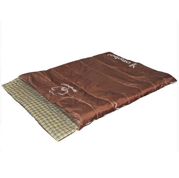 Спальный мешок Greenell Йол V2Обновленная модель спальника Greenell Йол V2 - это спальник-одеяло шириной 140 см, который вместит в себя целую семью. При необходимости, спальник можно расстегнуть на два. Компрессионный мешок в комплекте позволяет уменьшить размеры при перевозке. Есть карман для документов.<br><br>Больше не надо выдумывать, как бы состегнуть спальники и удобно ли будет в них спать. В двухместном спальном мешке Йол V2 комфортно разместится два человека, либо даже семья с ребенком. Спальник также можно использовать как плед - на пикнике, как покрывало - на даче или в палатке. Также, спальник для двоих Йол может стать прекрасным одеялом для гостей - стоит только положить его в пододеяльник. Спальник для пары Йол V2 можно использовать круглый год - летом как покрывало для пикника, а с осенью, зимой и весной, как теплый семейный спальный мешок. И самое приятное в спальном мешке Йол - это внутренний материал, он сделан из фланели, очень приятный к коже.<br><br>Вес кг: 3.10000000